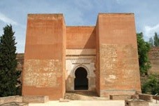 Figura 3. Puerta de los Siete Suelos. (http://www.grandesbatallas.es/batalla%20de%20granada.html)