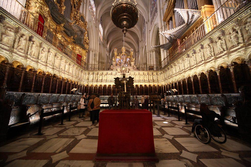 Figura 1. Vista del coro de la Catedral de Toledo. (https://es.wikipedia.org/wiki/Coro_de_la_catedral_de_Toledo)
