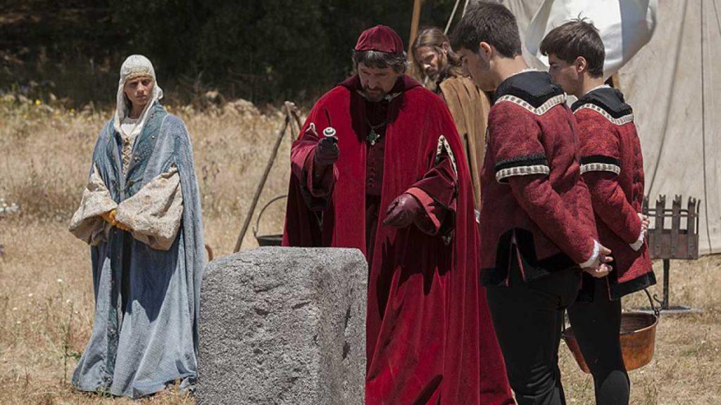 """Figura 2. Recreación de la fundación del Real de Santa Fe en la serie de televisión """"Isabel""""."""